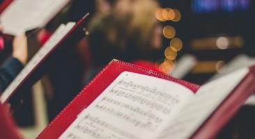 Como devem ser os cantos litúrgicos?