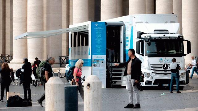 Clínica móvel faz exames cardíacos grátis na praça de São Pedro